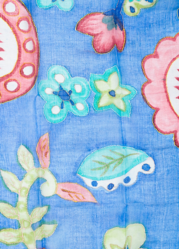 Foulard estampado floral color azul modelo ORTENSIA 70% Lino 30% Seda. - Ítem1