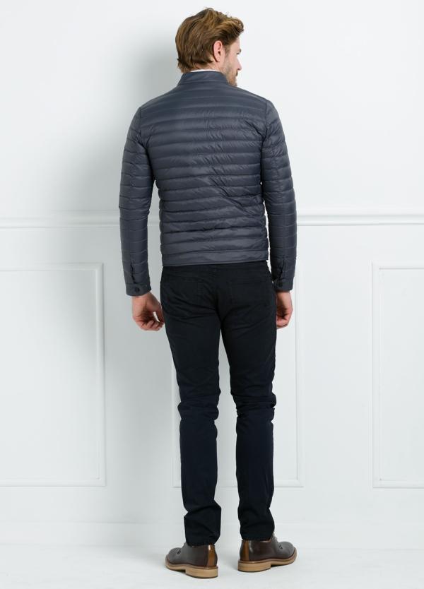 Chaqueta modelo YAGO color gris oscuro, tejido técnico. - Ítem1