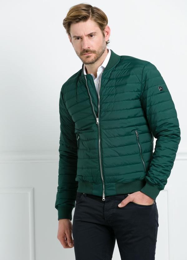 Chaqueta modelo LEON color verde, tejido técnico.