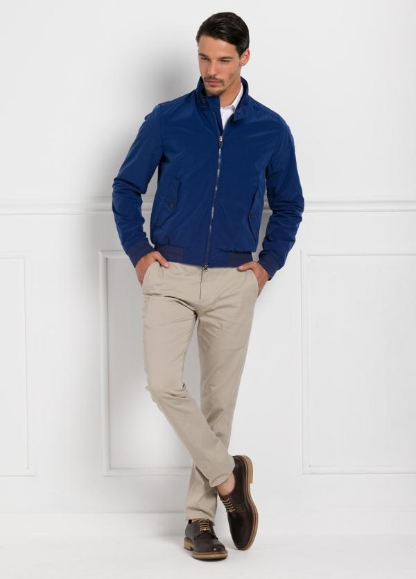 Cazadora modelo GIANT color azul, nylon y algodón.