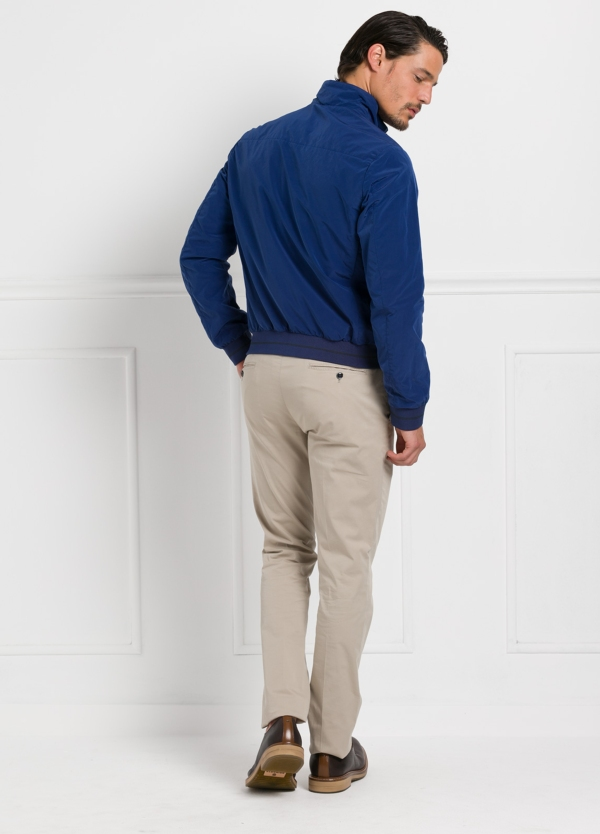 Cazadora modelo GIANT color azul, nylon y algodón. - Ítem1