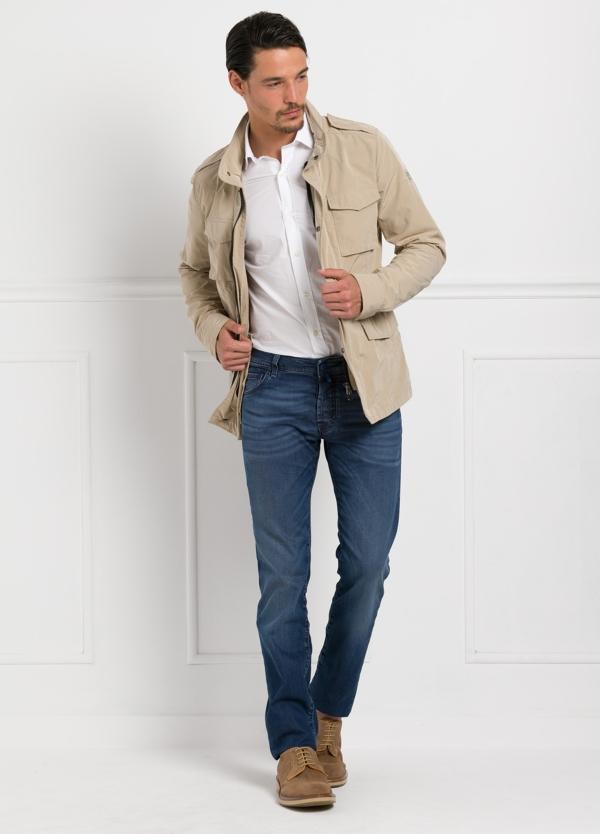 Chaqueta modelo DAMON color beige, nylon y algodón.