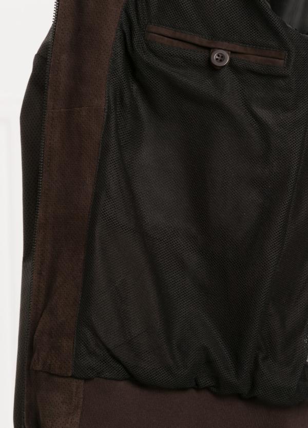 Cazadora cremallera color marrón. Combinación de piel perforada y ante. - Ítem3