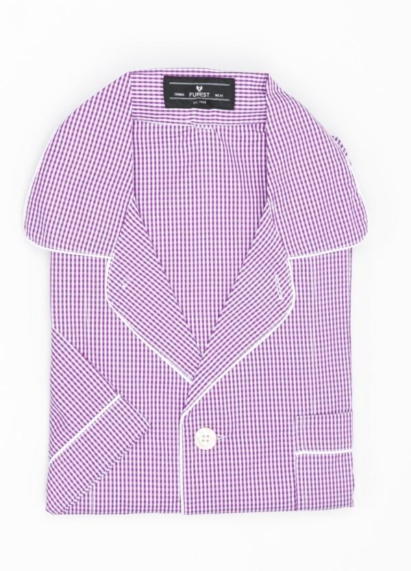 Pijama CORTO dos piezas, pantalón corto con cinta no elástica y funda incluida color lila con estampado de cuadros. 100% Algodón.
