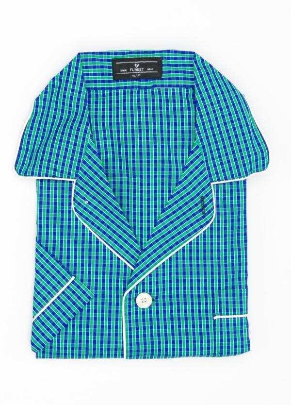 Pijama CORTO dos piezas, pantalón corto con cinta no elástica y funda incluida color verde y azul con estampado de cuadros. 100% Algodón.