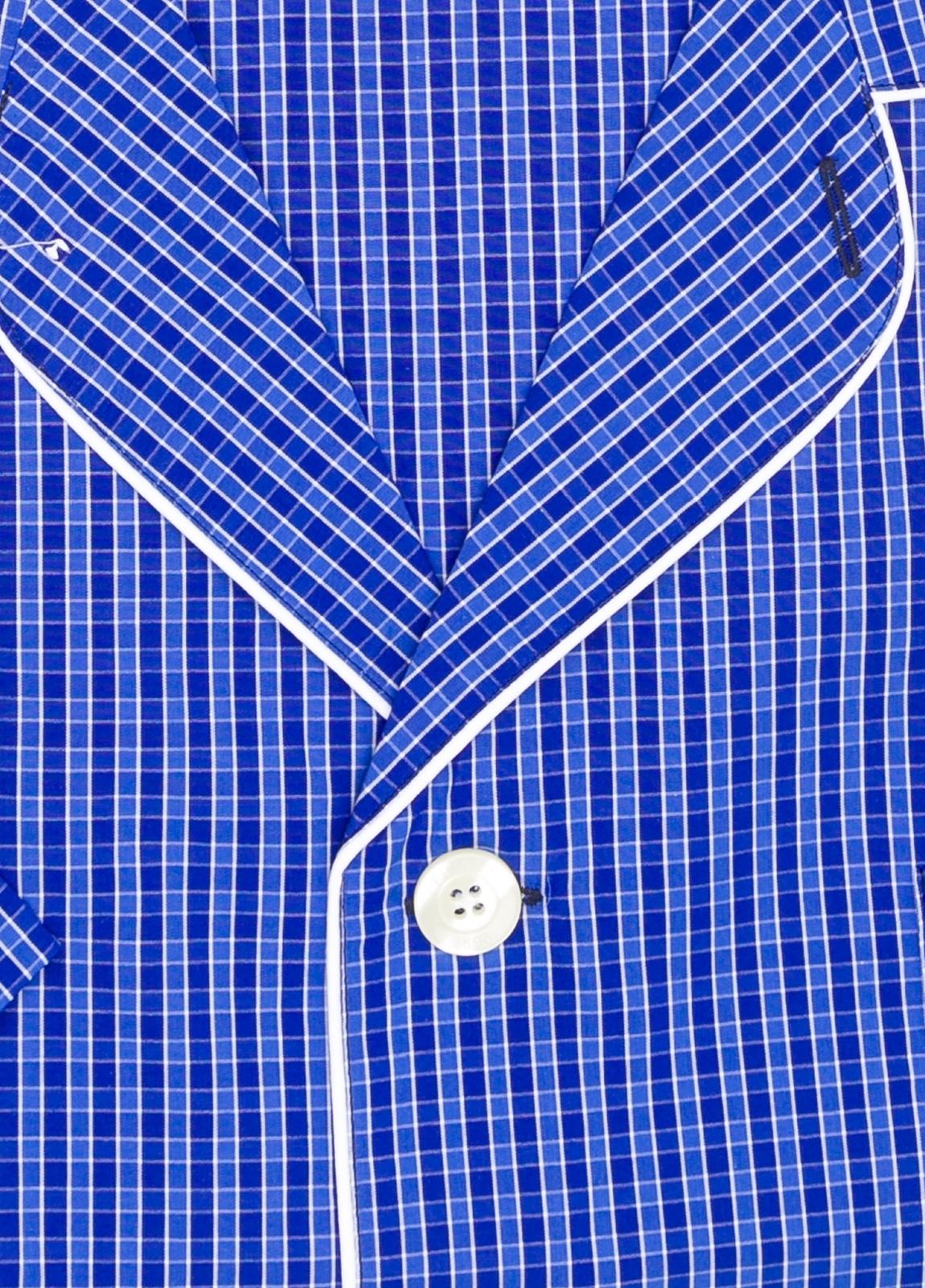 Pijama CORTO dos piezas, pantalón corto con cinta no elástica y funda incluida color azul con estampado de cuadros. 100% Algodón. - Ítem1