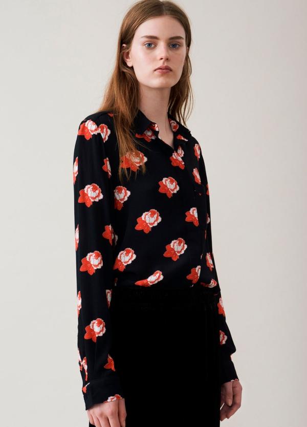 Camisa color negro con estampado floral,100% Viscosa.