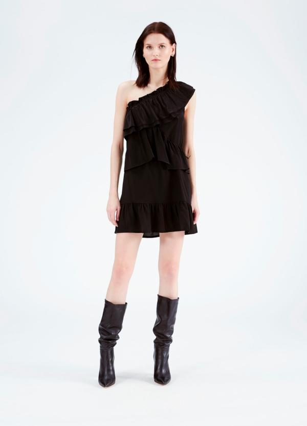 Vestido con hombro descubierto y volantes superpuestos, color negro. 100% seda.