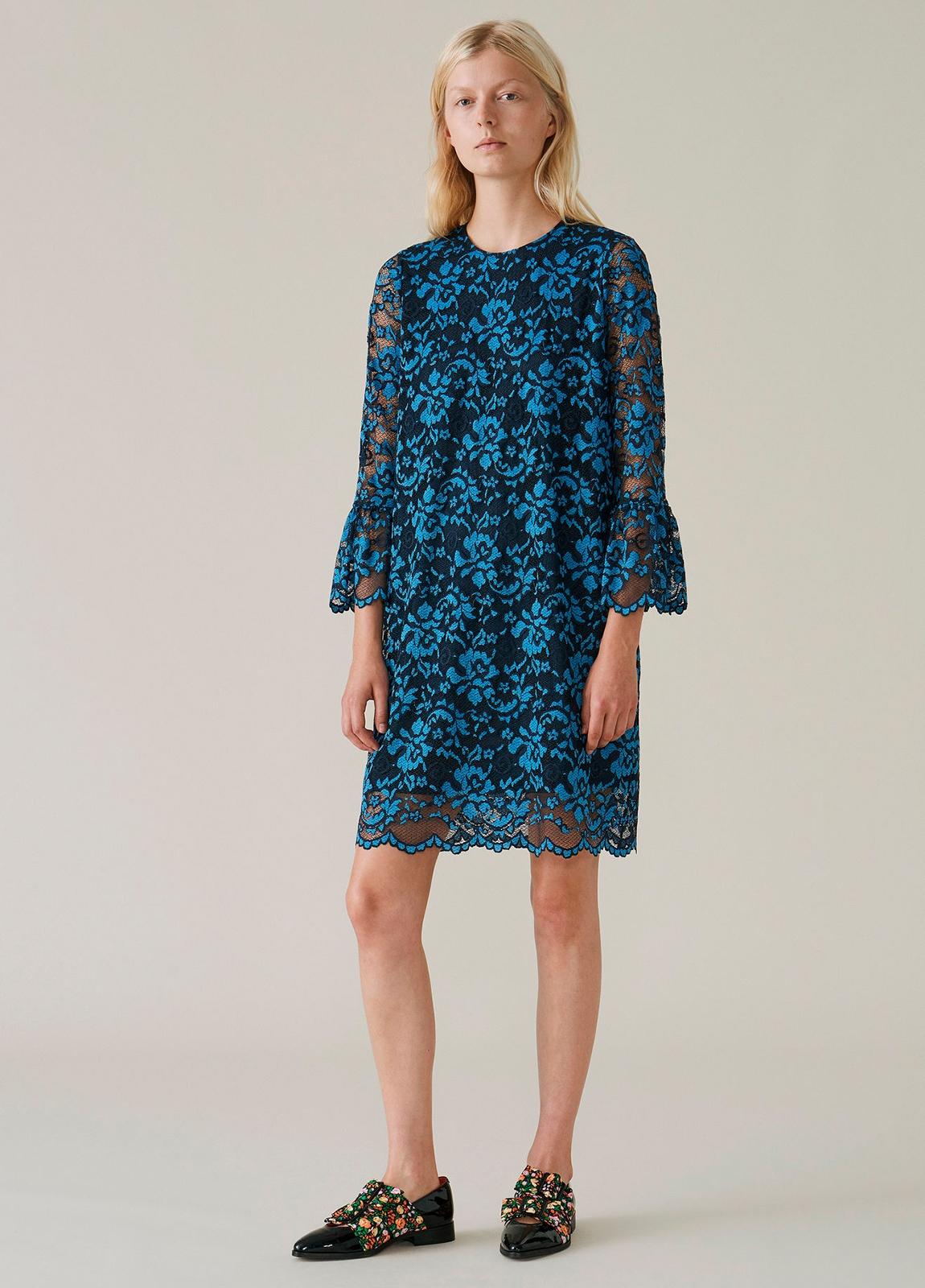 Vestido de encaje color azul con manga acampanada. 67% Poliamida 30% Viscosa 3% Elastáno.