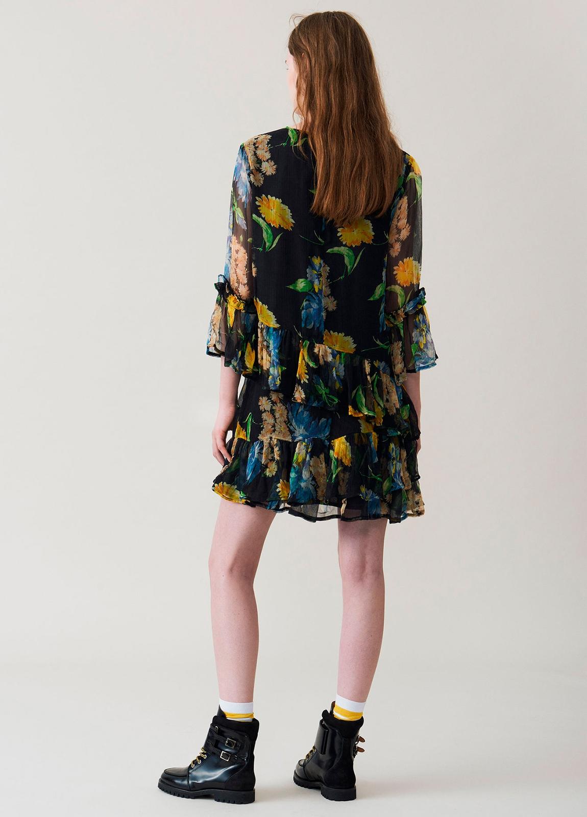 Vestido corto con volantes color negro con estampado floral. 100% Viscosa. - Ítem2