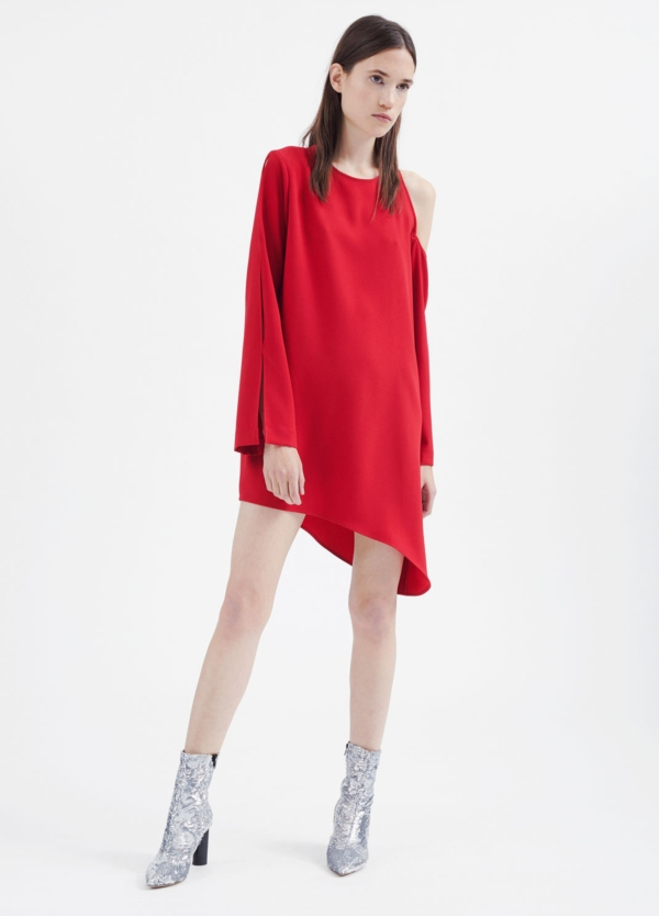 Vestido de corte asimétrico color rojo. 100% poliéster.