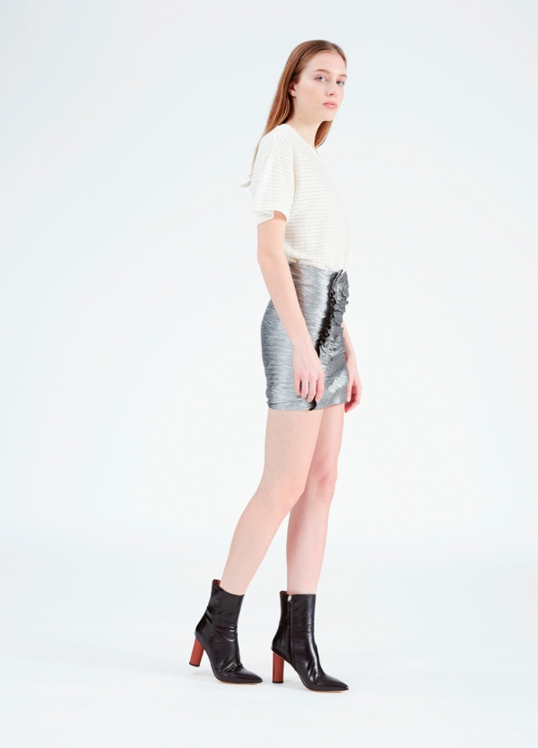 Minifalda color gris metalizado con detalle de volantes. 70% Poliéster. 30% Viscosa. - Ítem1