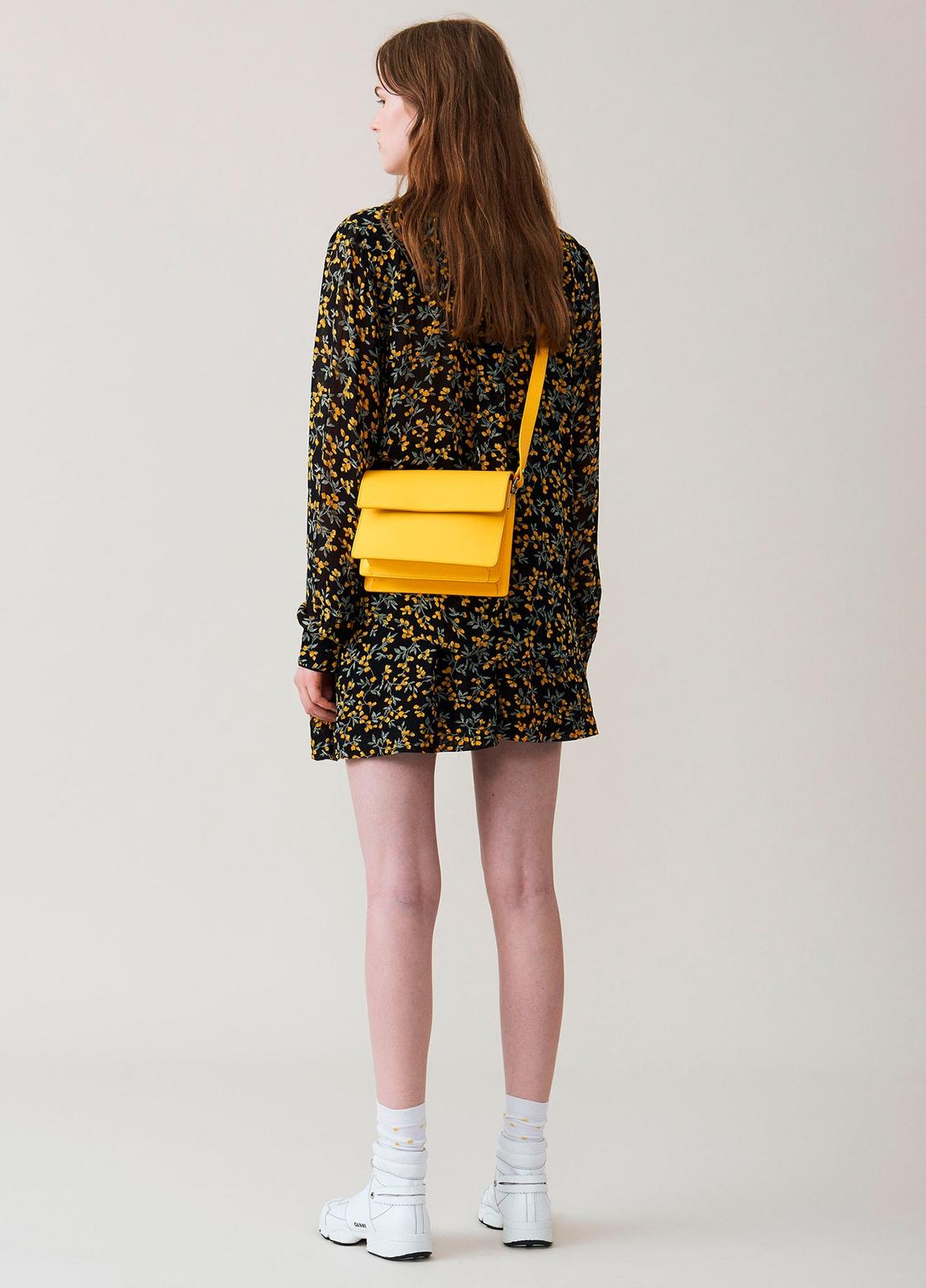 Falda corta plisada con cintura elástica color negro con estampado floral. 100% Viscosa. - Ítem1