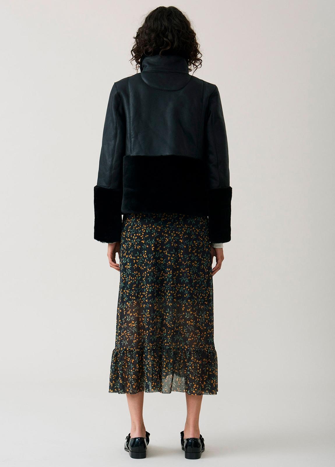 Falda larga con volantes color negro con estampado floral. 100% Poliamida. - Ítem2