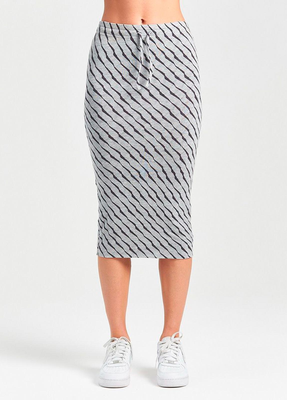 Falda tubo color gris con estampado animal print. 94% Lyocell 6% Elastáno. - Ítem1
