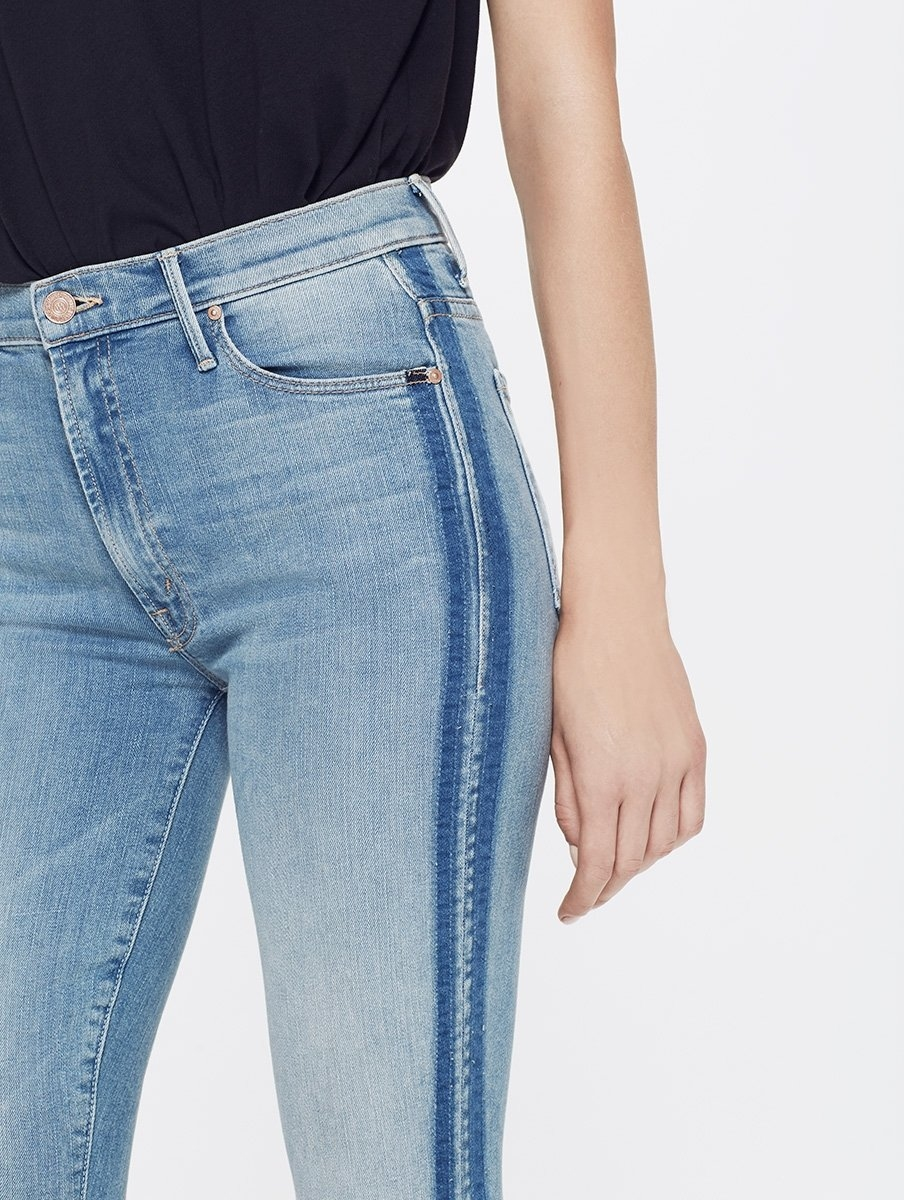 Pantalón tejano SIDE STRIPE JEANS color azul denim y raya lateral. 94% Algodón 5% Poliéster 1% Elastano. - Ítem3