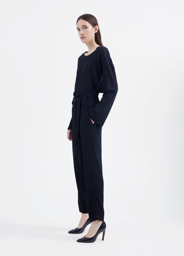 Pantalón woman de talle alto color negro y lazada en cintura. 73% Acetato 27% Viscosa. - Ítem1