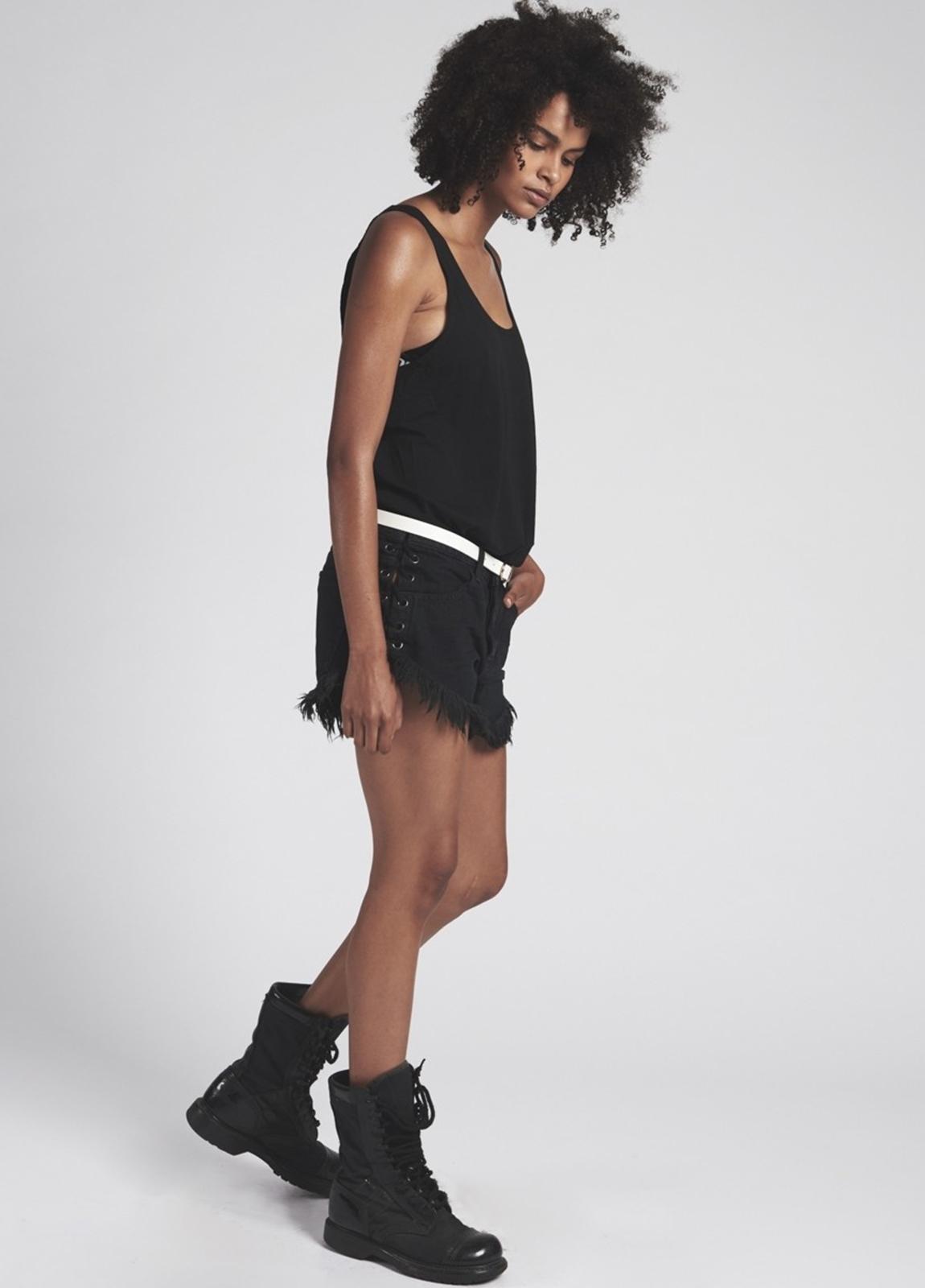 Short woman denim lavado negro de cintura baja, lateral unido con cordón . Algodón - Ítem2