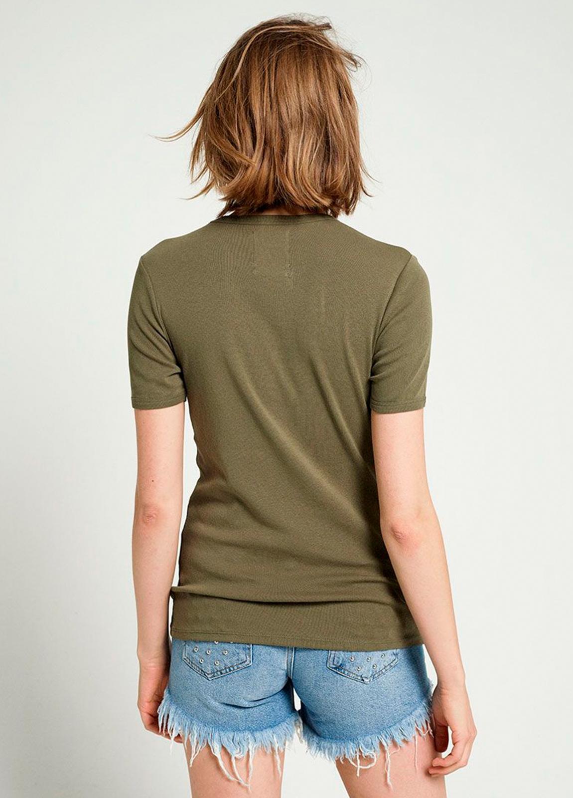 Camiseta manga corta color kaki con estampado gráfico. 100% Algodón. - Ítem1
