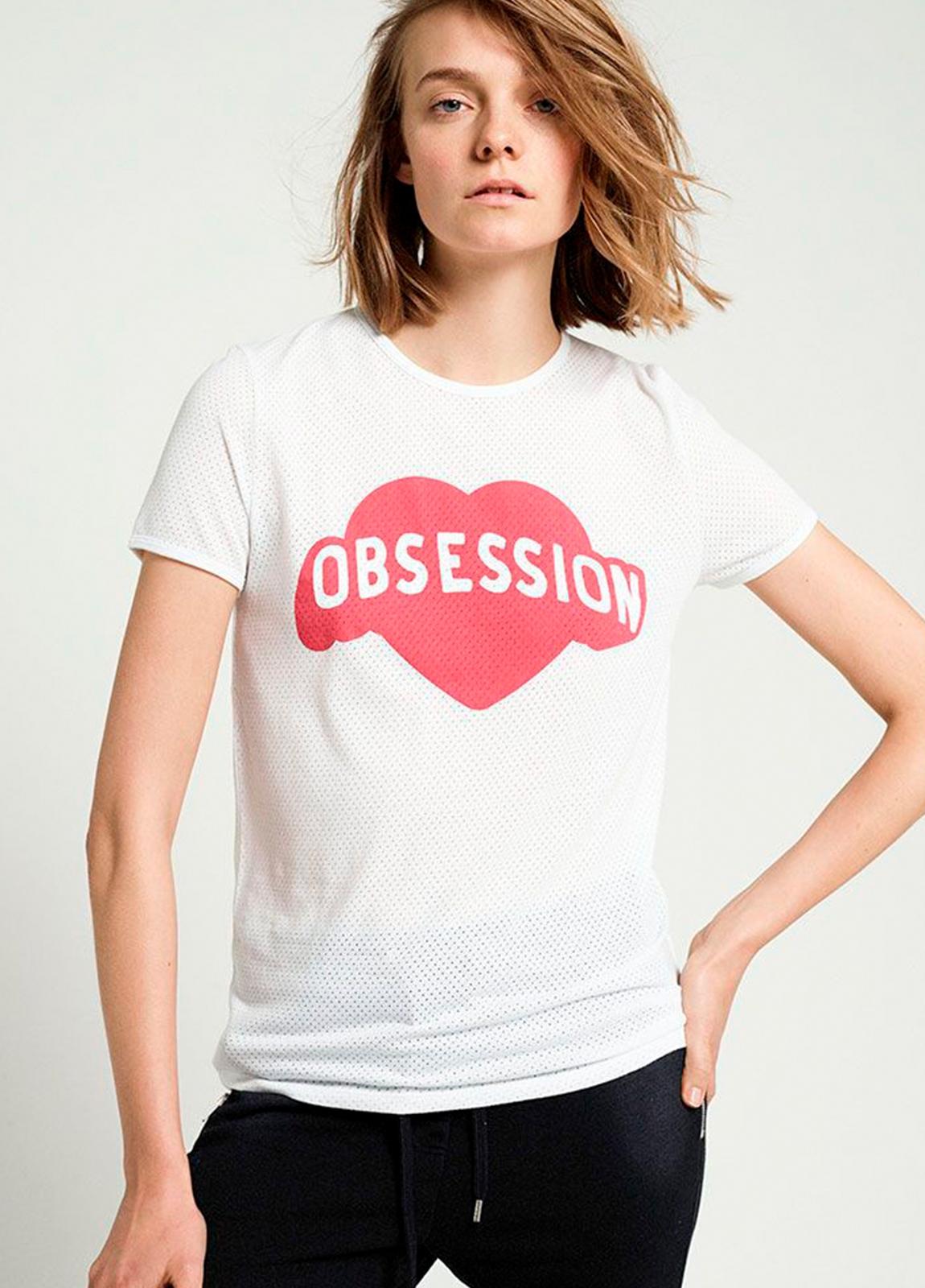 Camiseta manga corta color blanco con estampado gráfico. 50% Algodón 50% poliéster.