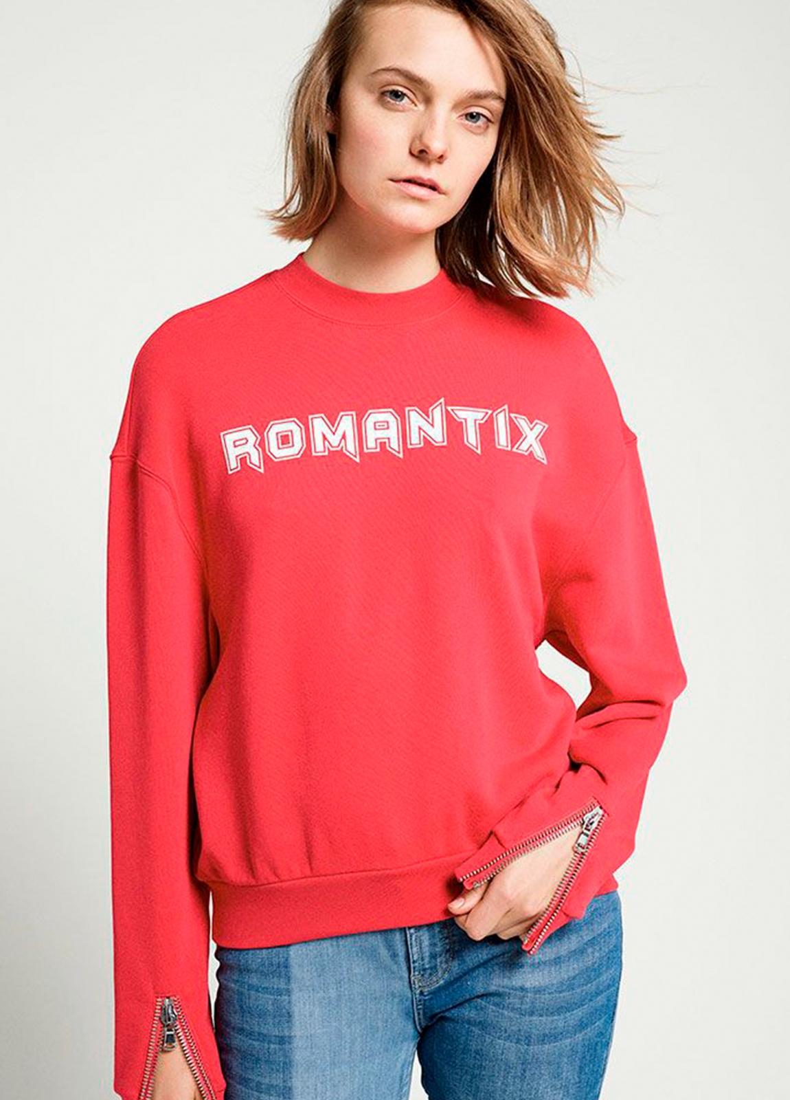 Sudadera cuello redondo color rojo con estampado gráfico. 60% Algodón 40% Poliéster.