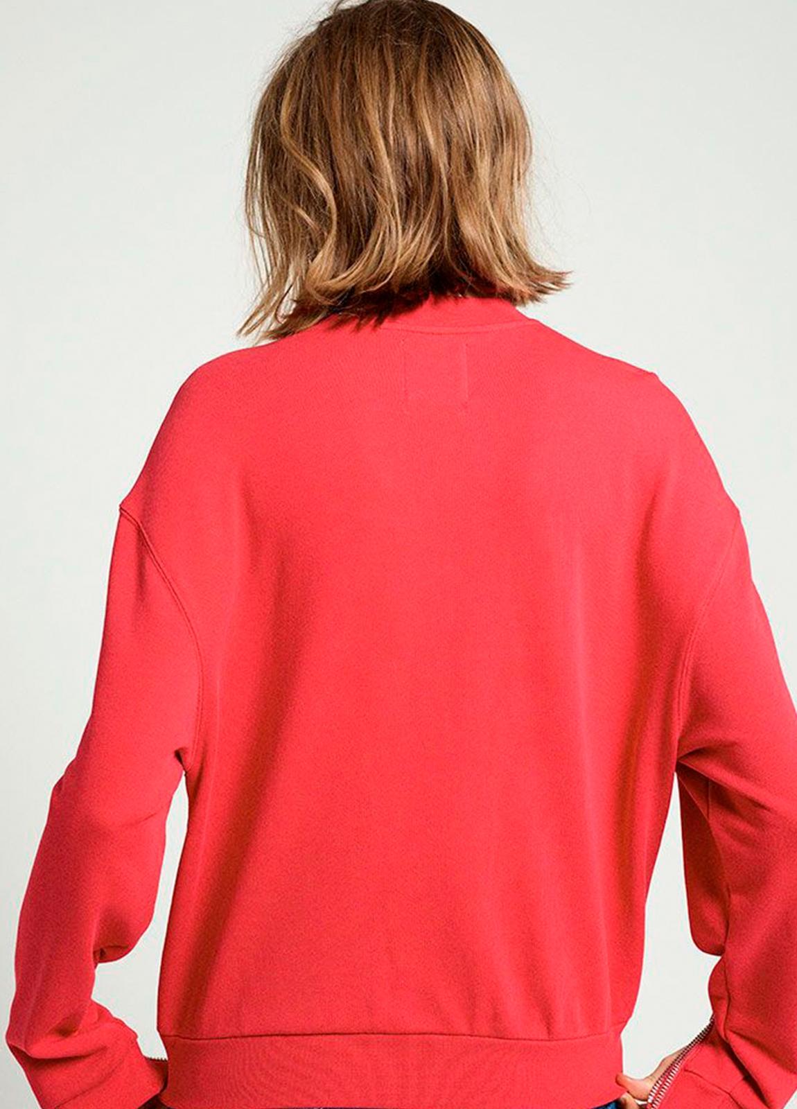 Sudadera cuello redondo color rojo con estampado gráfico. 60% Algodón 40% Poliéster. - Ítem2
