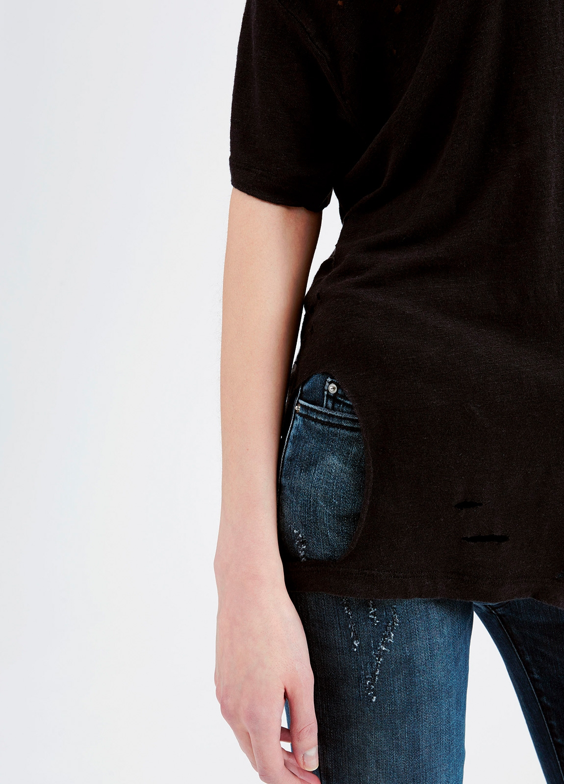 Camiseta asimétrica de manga corta color negro. 100% Lino - Ítem3