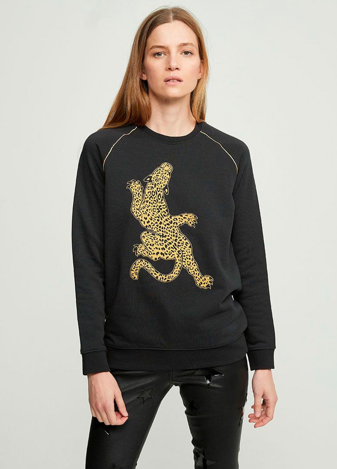 Sudadera color negro con leopardo bordado en lúrex. 86% algodón 14% Poliéster.