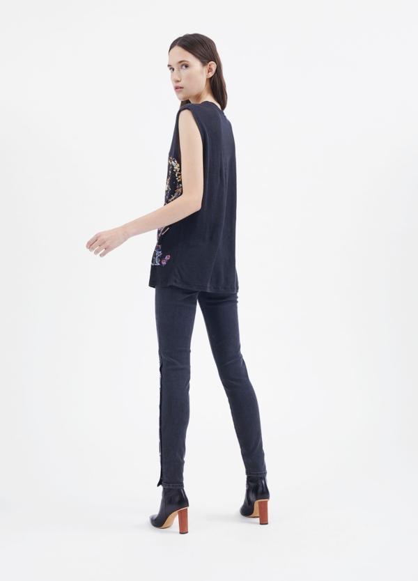 Camiseta woman sin mangas color negro con dibujo frontal. 100% Lino. - Ítem3