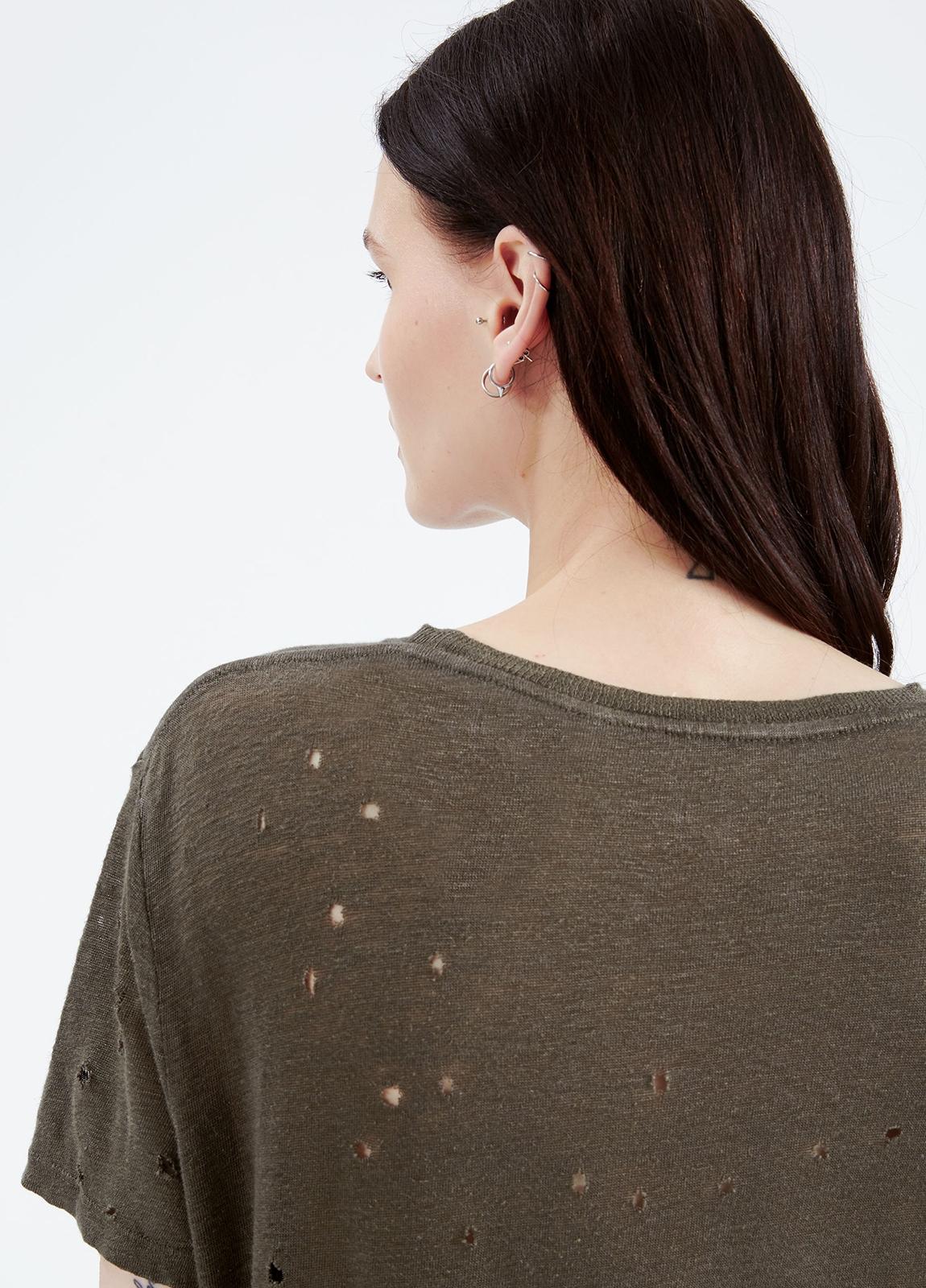 Camiseta woman color kaki con detalles calados. 100% Lino. - Ítem1