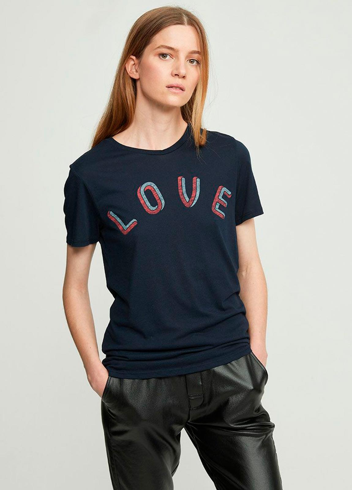 Camiseta manga corta color negro con estampado gráfico. 50% Algodón 50% Modal.