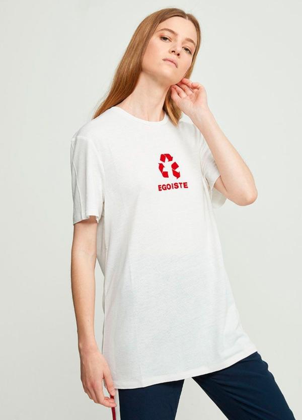 Camiseta manga corta color blanco con estampado gráfico. 55% Lino 45% Viscosa.