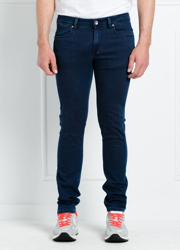 Pantalón sport slim fit modelo RUBENS P015 color azul oscuro. 57% Algodón 40% Poliéster 3% Elastáno.