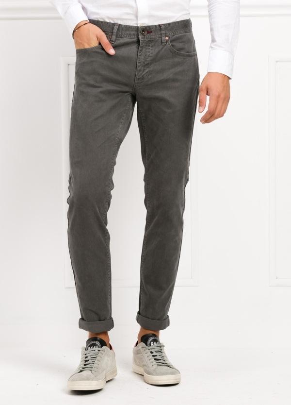 Pantalón 5 bolsillos SLIM FIT modelo FRED 75 color gris oscuro. 97% Algodón 3% Elastán.