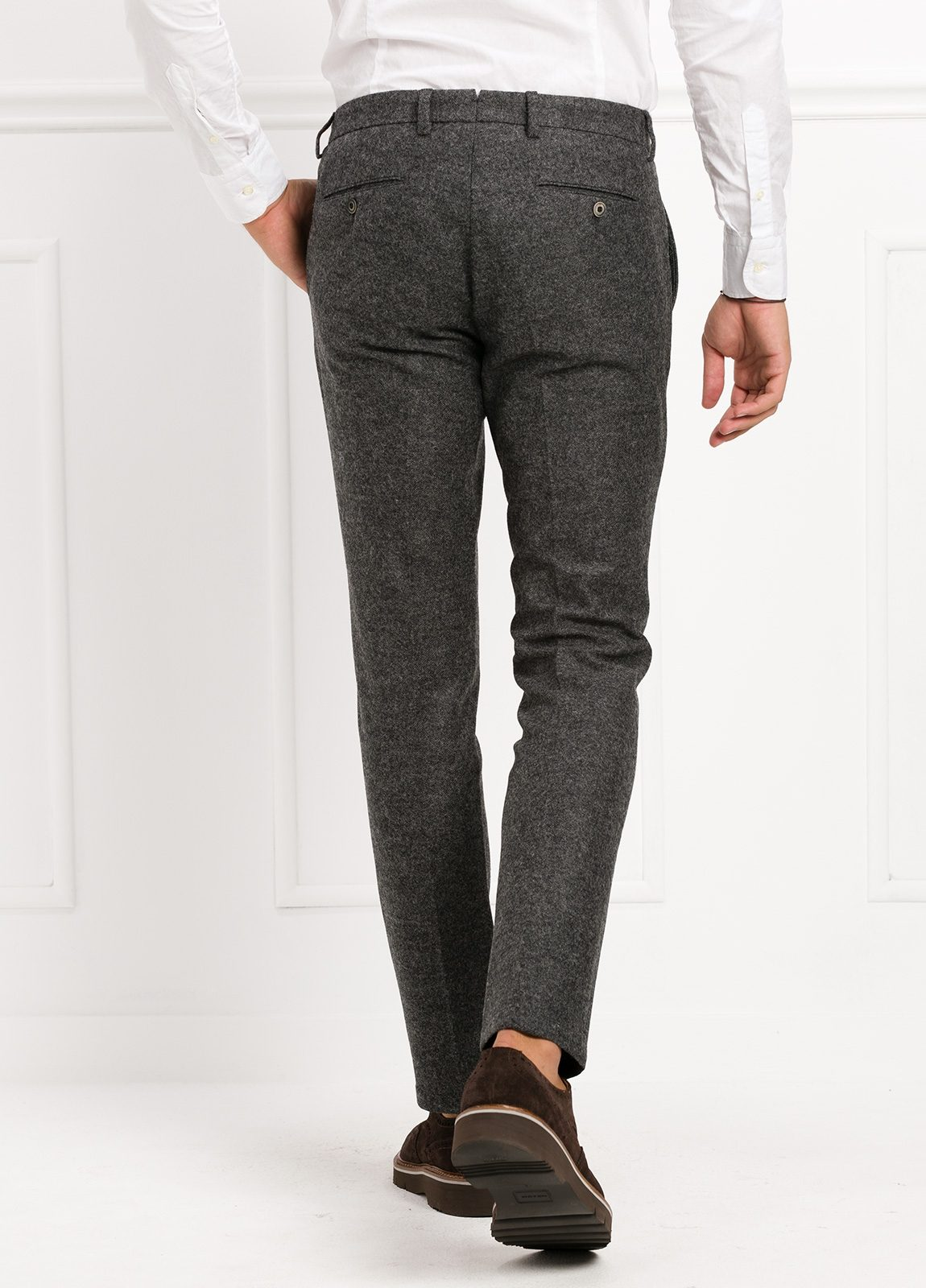 Pantalón modelo slim fit, color gris . 53% Lana 47% Poliester. - Ítem3