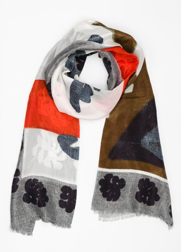 Foulard estampado étnico color gris, 100 x 200 cm. 100% Seda.
