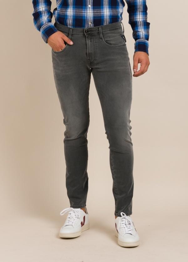 Pantalón tejano REPLAY gris