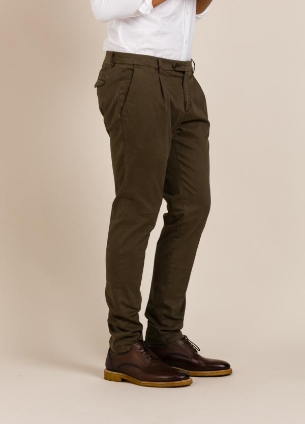Pantalón Paoloni marrón.