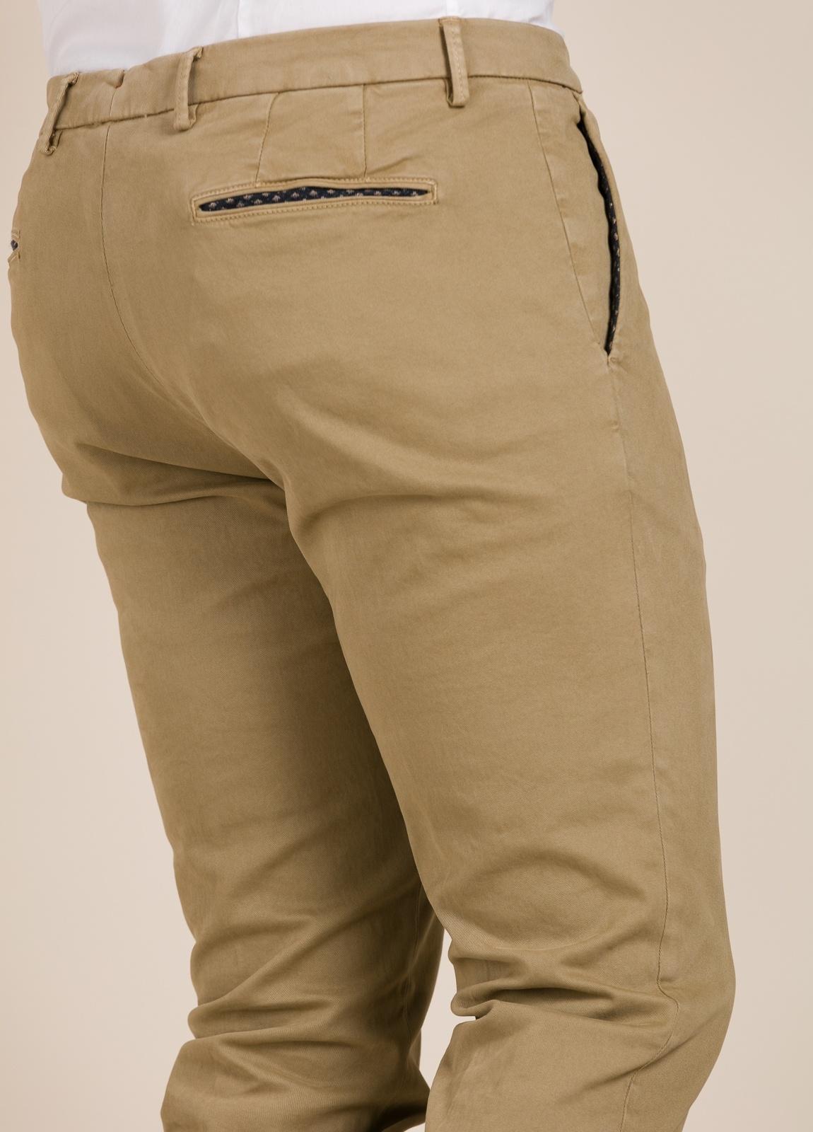 Pantalón chino PAOLONI beige. - Ítem1