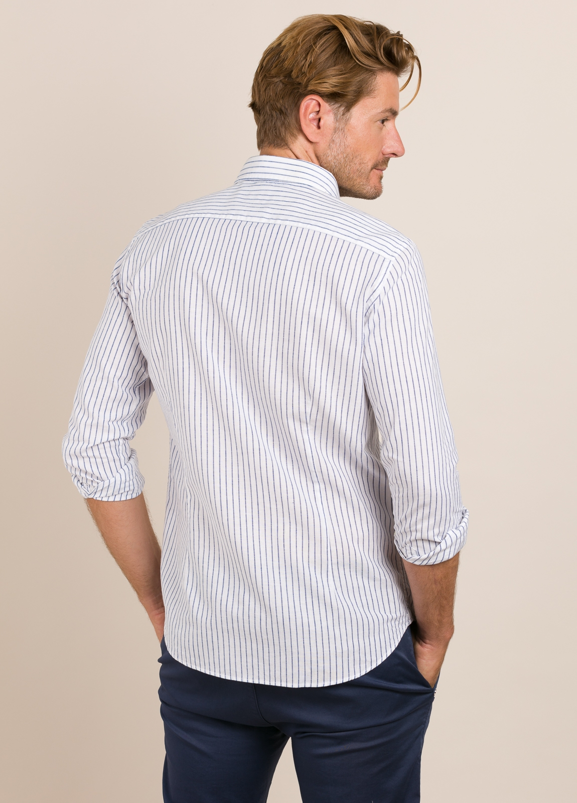 Camisa Casual Wear FUREST COLECCIÓN slim fit fil blanco. - Ítem2