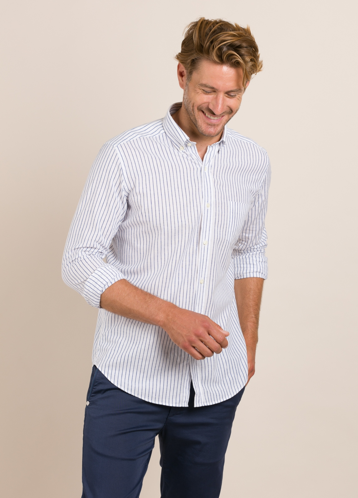 Camisa Casual Wear FUREST COLECCIÓN slim fit fil blanco.