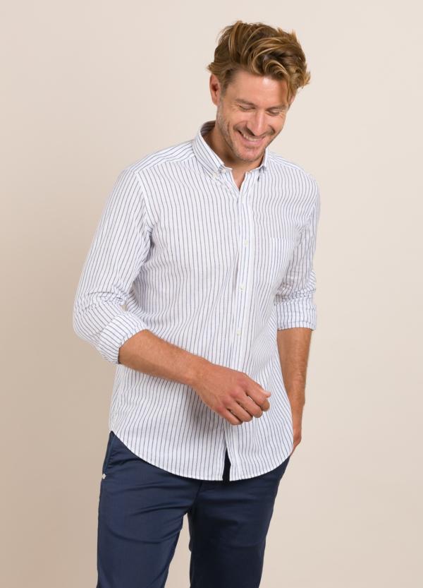 Camisa Casual Wear FUREST COLECCIÓN slim fit fil blanco.