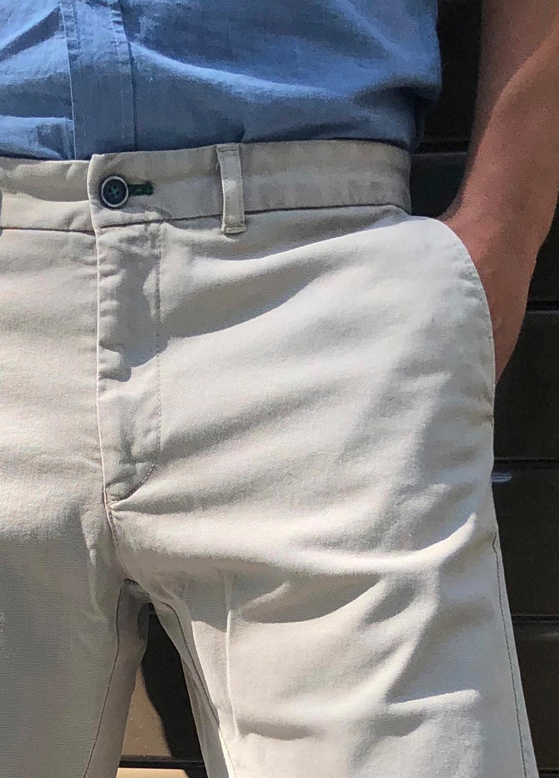 Bermuda modelo THOMAS color beige, 97% Algodón 3% Elastano - Ítem2