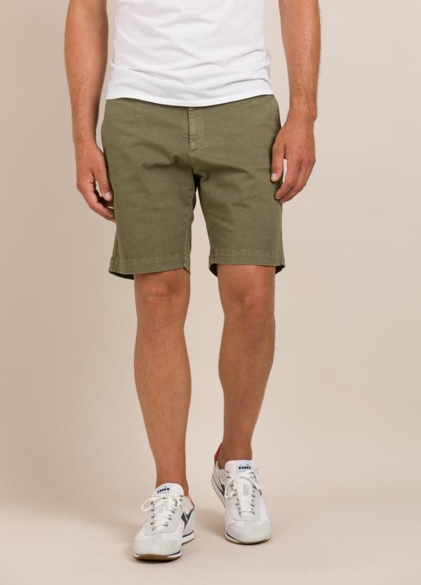 Bermuda modelo THOMAS color kaki, 97% Algodón 3% Elastano.