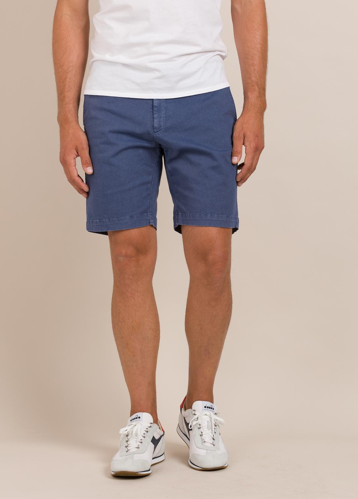 Bermuda modelo THOMAS color azul tinta, 100% Algodón.