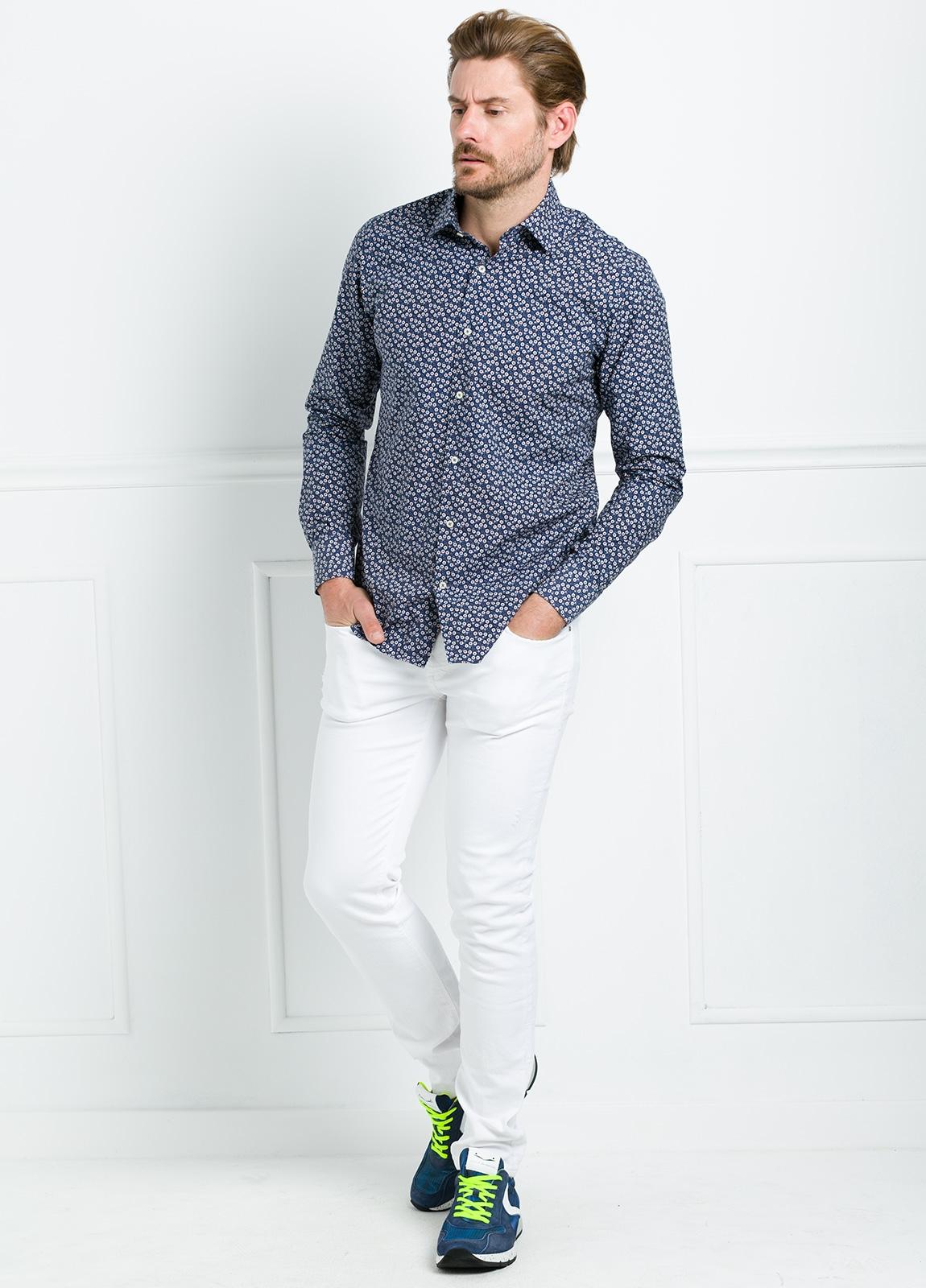 Camisa Leisure Wear SLIM FIT modelo PORTO estampado floral color azul marino. 100% Algodón. - Ítem4