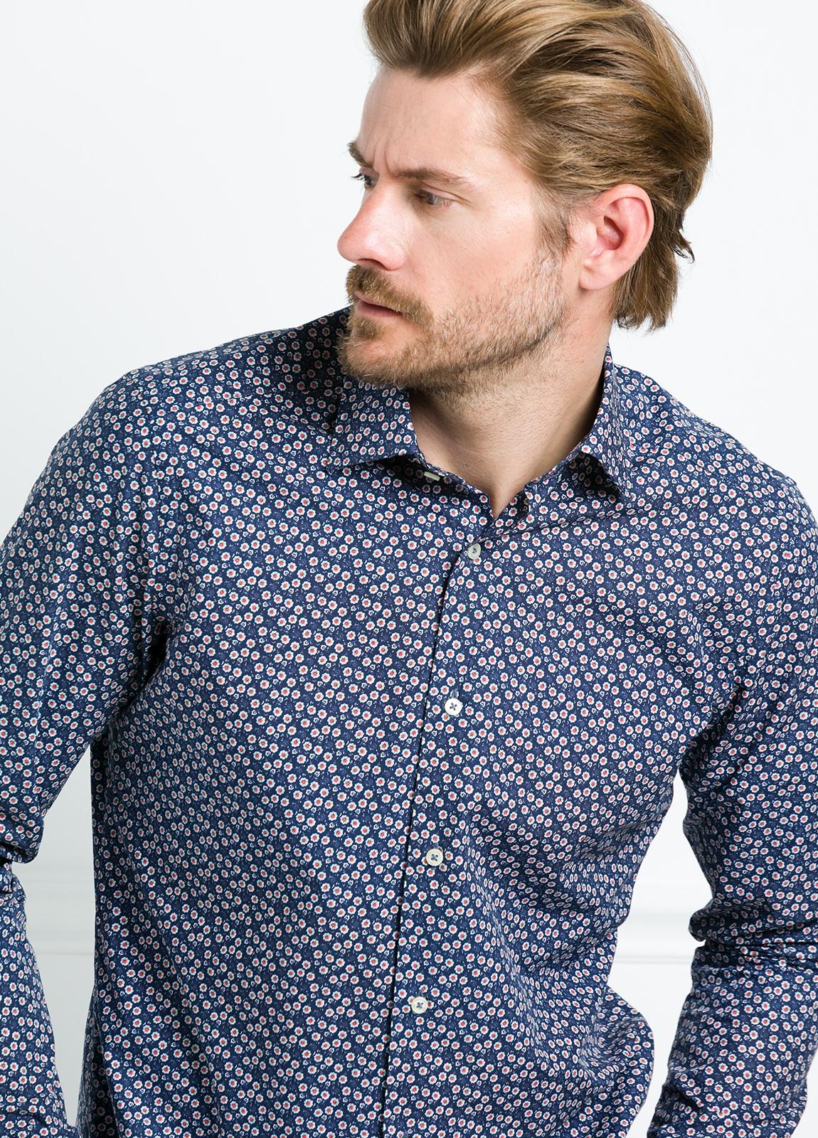 Camisa Leisure Wear SLIM FIT modelo PORTO estampado floral color azul marino. 100% Algodón.
