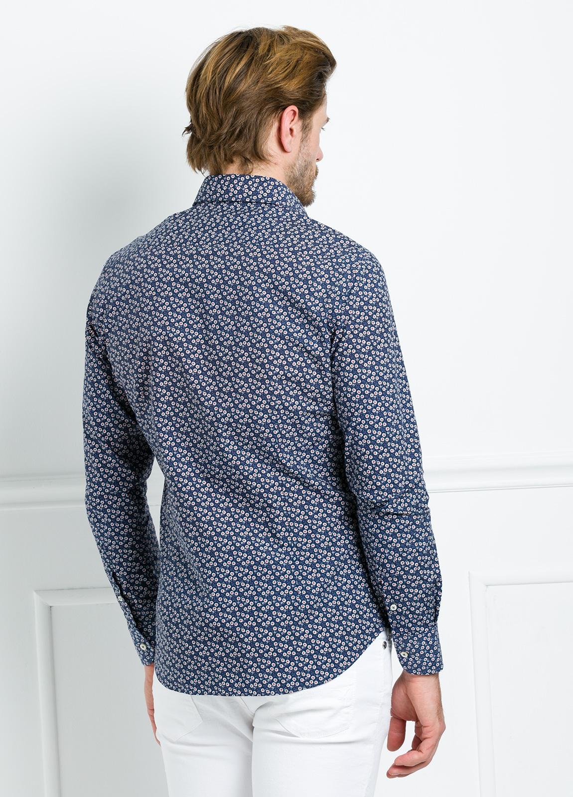 Camisa Leisure Wear SLIM FIT modelo PORTO estampado floral color azul marino. 100% Algodón. - Ítem3