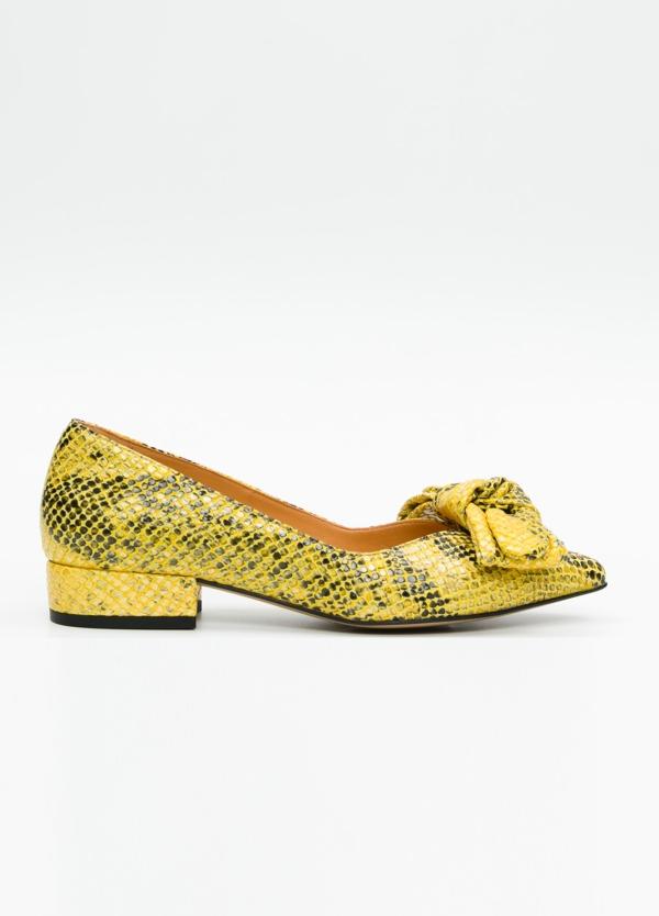 Bailarina de piel efecto serpiente color amarillo y negro con lazo desmontable. 100% Piel.
