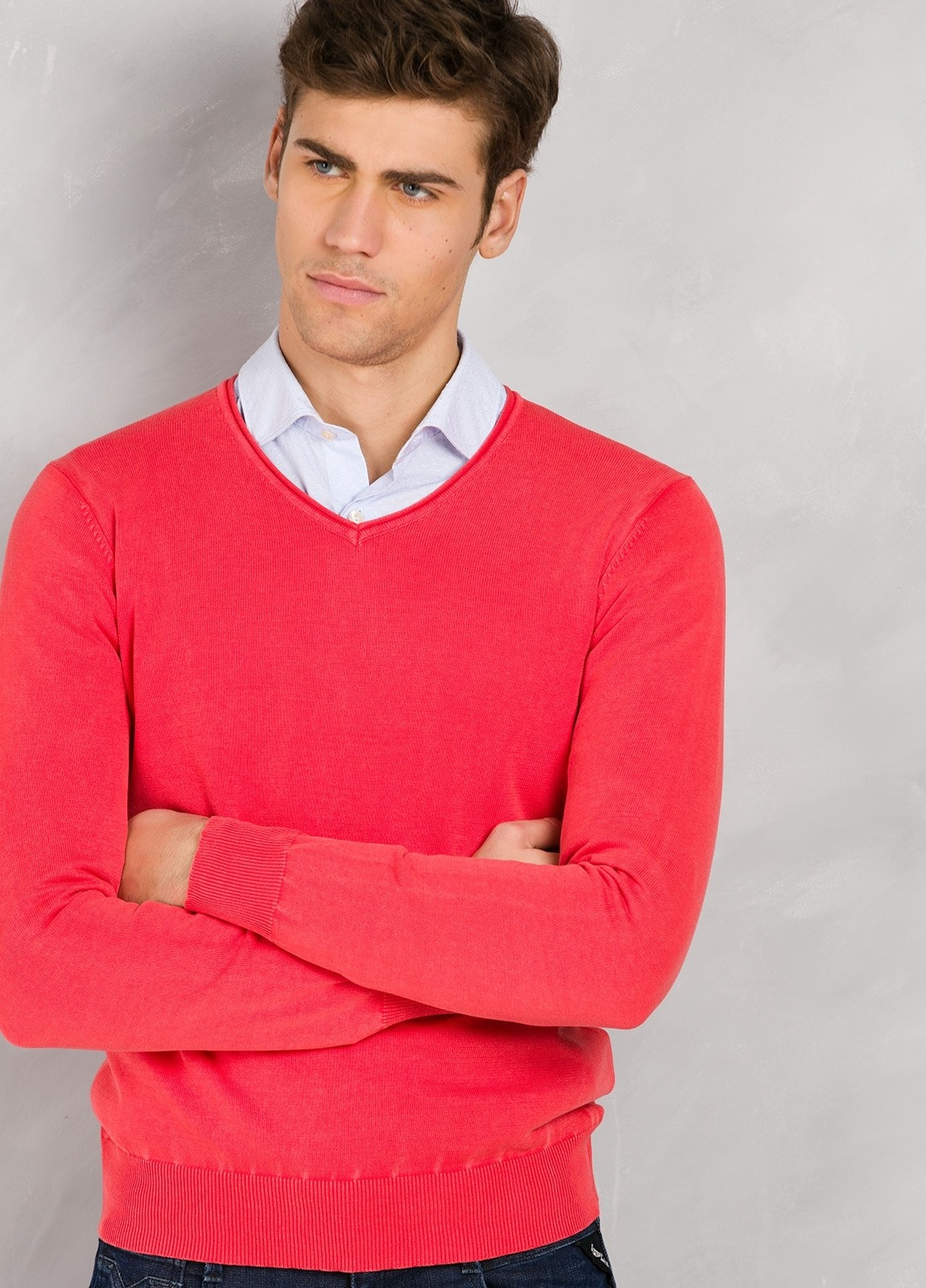Jersey cuello pico color coral, 100% Algodón lavado. - Ítem1